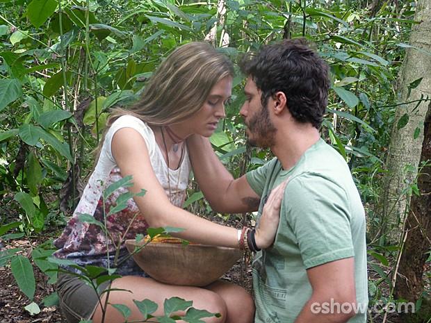 Lili resiste e pede para William se afastar (Foto: Além do Horizonte/TV Globo)