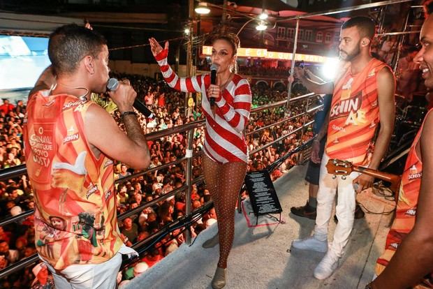 Ivete Sangalo no trio (Foto: DILSON SILVA / Agnews)