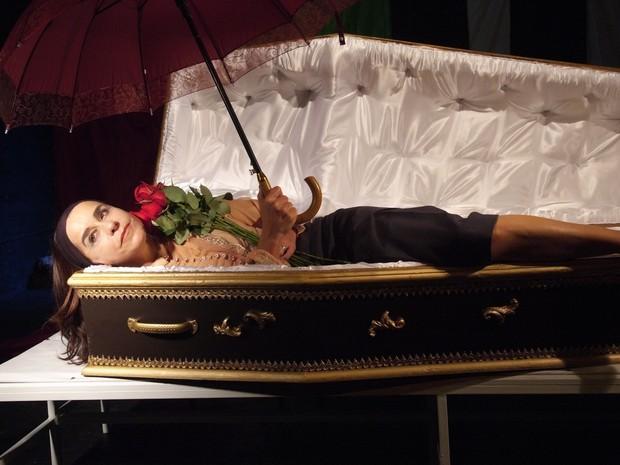 Lucélia Santos interpreta Zulmira. A personagem que deseja ter um enterro de luxo (Foto: Lenise Pinheiro (Divulgação))