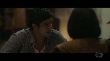 Renato conta para família que está namorando