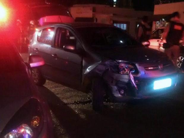 tiroteio veículo bairro Universitário Uberaba PM (Foto: Ananda Rodrigues/ G1)