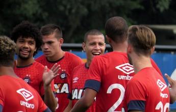 """Sidcley confia em arrancada e destaca o clima no Atlético-PR: """"Todos rindo"""""""