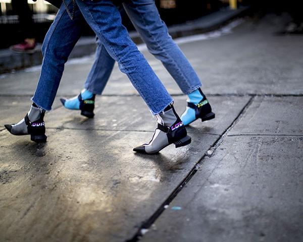 A calça cropped pode ser usada com botas e meias durante a estação (Foto: Imaxtree)