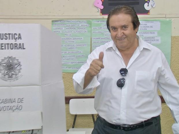 Candidato a prefeito Elizeu Amarilha (PSDC) vota em Campo Grande (Foto: Marcus Vinnicius/TV Morena)