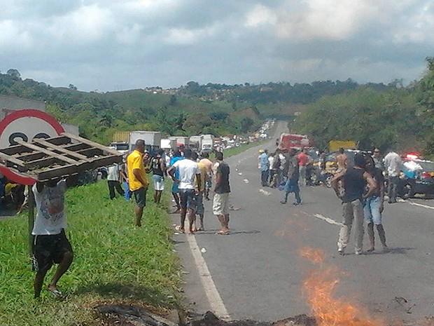 Manifestação na BR-324 em Candeias, Bahia (Foto: Arquivo Pessoal)