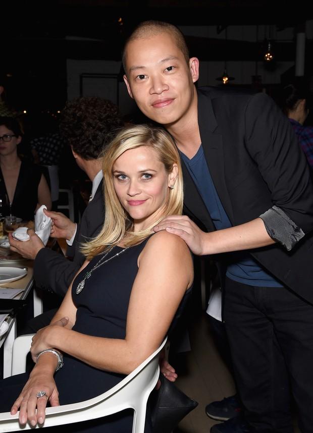 Reese Witherspoon e o estilista Jason Wu (Foto: Divulgação)