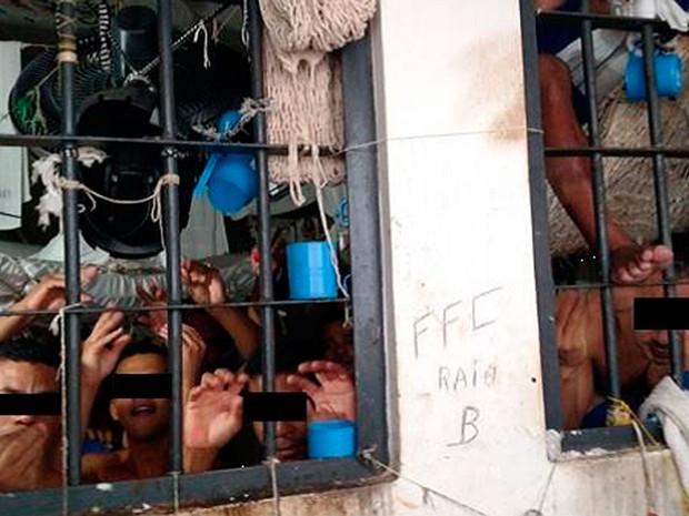 Conjunto Penal de Eunápolis tem capacidade para 16 presos, mas 113, segundo a DPE (Foto: Divulgação/DPE)