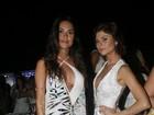 Thaila Ayala ousa no decote em festa com outros famosos na Bahia