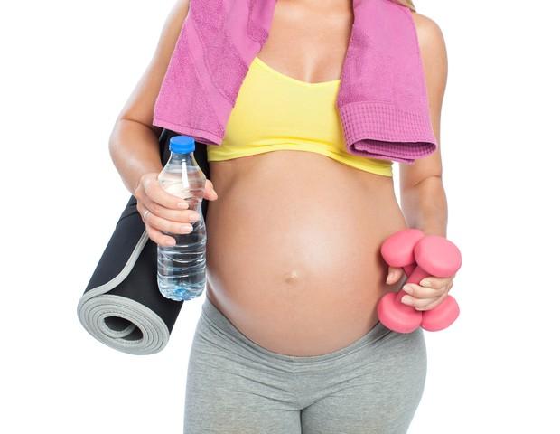 Grávidas saudáveis devem praticar exercícios durante a gestação (Foto: Thinkstock)