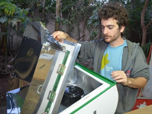Forno solar produzido em Piracicaba (Foto: Thomaz Fernandes/G1)