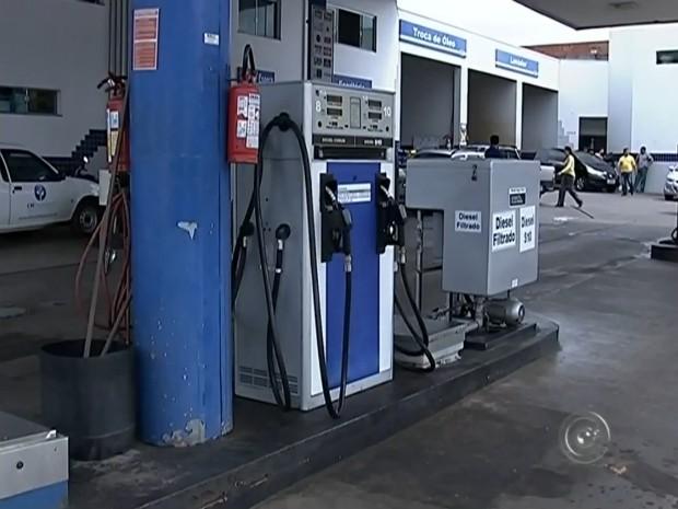 Postos de gasolina registram queda (Foto: Reprodução/ TV TEM)