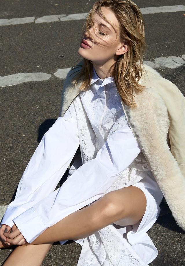Chemise, DKNY; Longchamp. (Foto: Tobias Wirth)