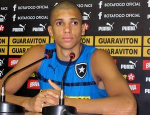 Dória na coletiva do Botafogo (Foto: Raphael Marinho / Globoesporte.com)