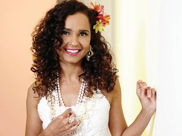 Carla Visi interpreta Clara Nunes no sarau Boemias  (Foto: Divulgação)