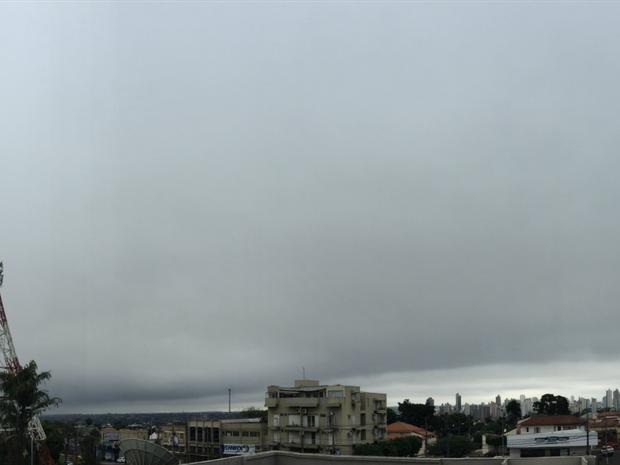 Céu de Campo Grande nesta segunda-feira (16) (Foto: Gabriela Pavão/ G1 MS)