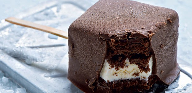 Sanduíche de sorvete de chocolate e creme (Foto: Iara Venanzi/Editora Globo)