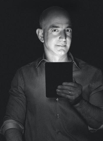 O pensamento de Jeff O fundador da Amazon gosta de repetir as mesmas histórias e as mesmas frases várias vezes. É um modo de fixar a cultura da empresa. A seguir, algumas das mais significativas: (Foto: Mackenzie Stroh/Contour by Getty Images)