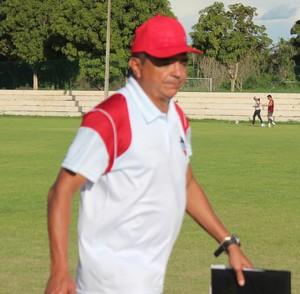 Flávio Araújo, técnico do River-PI (Foto: Abdias Bideh/GloboEsporte.com)