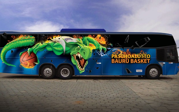 Bauruapresentou o ônibus que a equipe vai utilizar na temporada (Foto: Caio Casagrande/ Bauru Basket)
