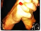 Solange Gomes divulga foto com namorado misterioso