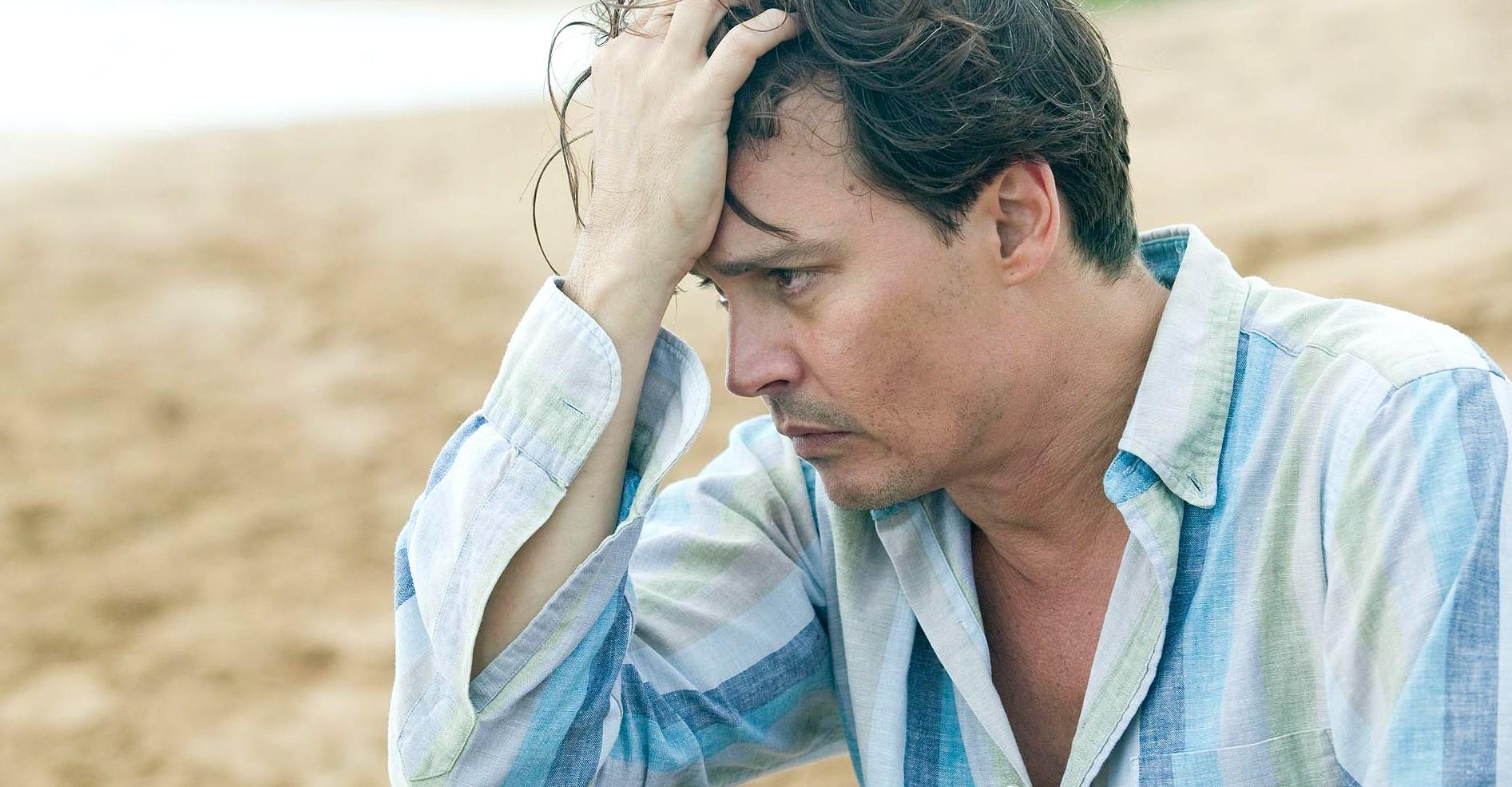 Johnny Depp em cena de 'Diário de um Jornalista Bêbado' (2011). (Foto: Reprodução)