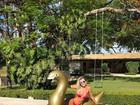 Ana Paula Siebert ostenta corpaço em dia de piscina