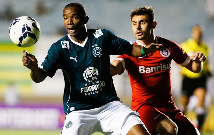 Thiago Mendes Goiás e Alex Internacional Brasileirão (Foto: Agência Getty Images)