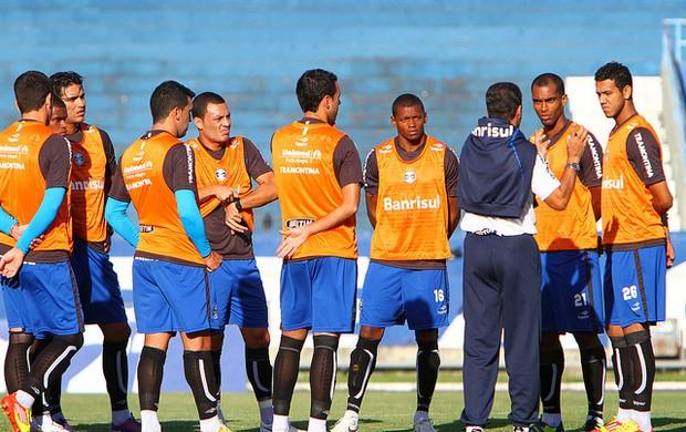 Luxemburgo orienta treino do Grêmio (Foto: Lucas Uebel / Grêmio, DVG)