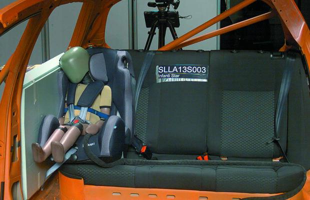 Crash test realizado com cadeirinha de bebê (Foto: Divulgação)