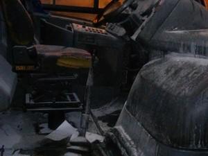 Micro-ônibus é alvo de tentativa de incêndio em Tijucas (Foto: Reprodução/RBS TV)