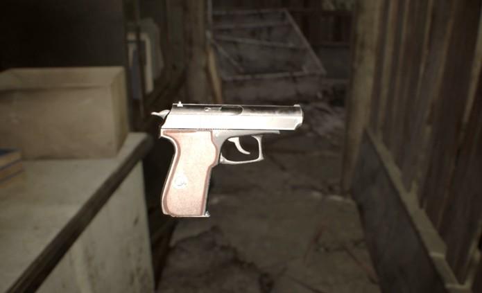 Pistolas aparecem em várias versões ao longo de Resident Evil 7 (Reprodução/Felipe Demartini)