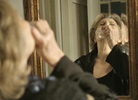 Fábia bebe perfume!