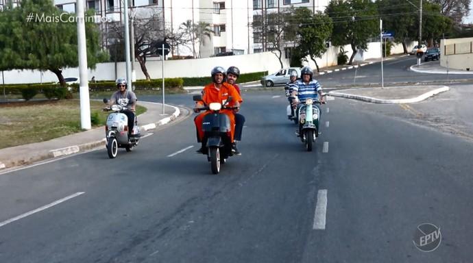 O repórter Daniel Perondi foi a Campinas (SP) para conhecer uma turma apaixonada por motonetas (Foto: reprodução EPTV)