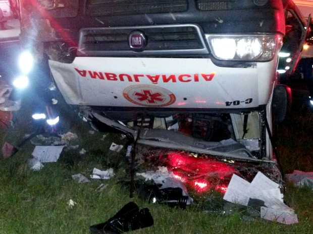 Ambulância capotou após ser atingida por carro em alta velocidade em Campinas (Foto: Arquivo pessoal)