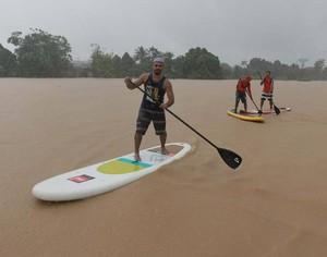 Grupo pratica stand up paddle no Rio Acre e chama atenção (Foto: Marcos Vicentti/Arquivo pessoal)