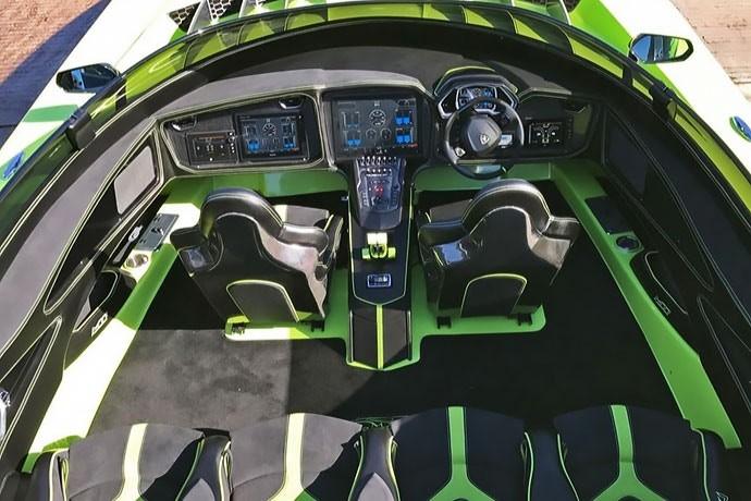 Lancha 'gêmea' da Lamborghini Aventador (Foto: Reprodução/eBay)