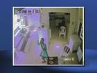 Câmera flagra bandidos bebendo durante furto a casa em Pouso Alegre