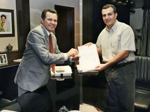 O ex-governador de Mato Grosso Silval Barbosa (PMDB) e o então promotor Marcos Machado em 2011. (Foto: Josiane Pettengill / Secom-MT)