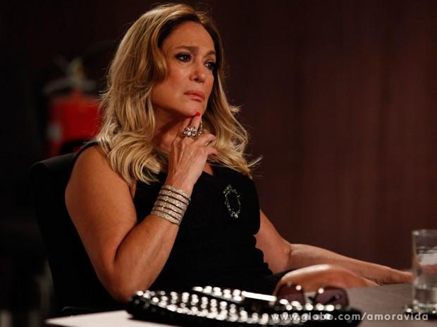 Pilar não abre mão de seus direitos, nem com os apelos de César (Foto: Pedro Curi/ TV Globo)