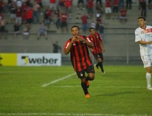 Harrison, meia do Atlético-PR, comemora gol (Foto: Roberto Souza/Site Oficial do Atlético-PR)