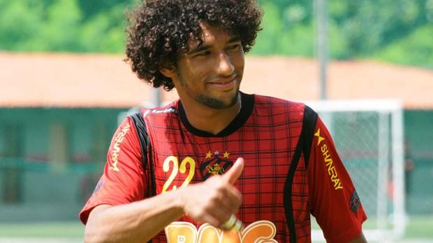 Bastaram dois jogos para Willian Rocha cair nas garças dos rubro-negros (Foto: Aldo Carneiro)