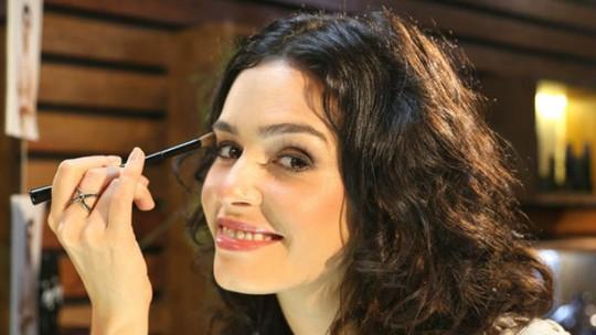 Aprenda como destacar os olhos como o de Camila, de O Rebu