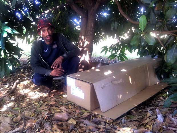 Adeilson Mota de Carvalho, que encontrou o estudante Felipe Dourado de Paiva, que estava desaperecido desde o último dia 9, dormindo em caixa de papelão (Foto: Isabella Formiga/G1)