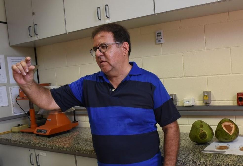O químico Vadson Bastos do Carmo fez tese na Unicamp sobre biomassas (Foto: Antoninho Perri/Unicamp)