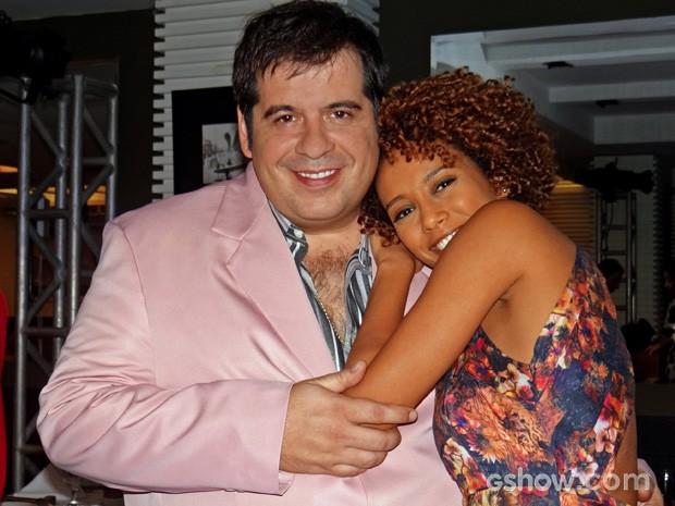 Leandro Hassum e Taís Araújo gravaram cena fofíssima... Tá curioso? (Foto: Geração Brasil/TV Globo)