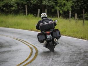 Piso molhado exige atenção extra (Foto: Raul Zito/G1)