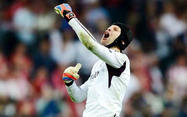 Petr Cech do Chelsea comemora o título da Liga dos Campeões (Foto: Reuters)