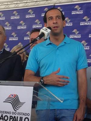 Prefeito Paulo Alexandre destacou a importância da obra (Foto: Mariane Rossi/G1)