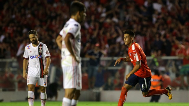 Flamengo não segura pressão, leva virada com golaço e precisa vencer