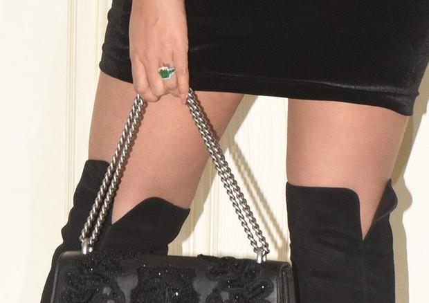 Detalhe do anel de esmeralda de Beyoncé (Foto: Reprodução)